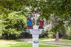 Oud geschilderd kruisbeeld om een dode priester dichtbij Trittenheim te herinneren, Stock Afbeelding