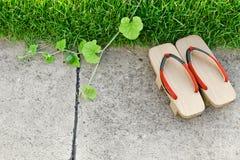 Oud & x27; Geta& x27; Traditionele Japanner & x27; Geta& x27; pantoffels Paar van oud Japan stock foto's