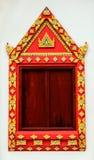 Oud Goud die houten venster van de tempel van Azië snijden Stock Fotografie