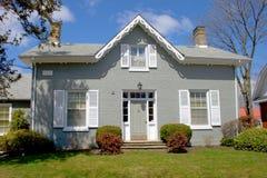 Oud grijs huis royalty-vrije stock foto