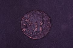 Oud Groot Hertogdom van het muntstukshilling van Litouwen op de zwarte achtergrond royalty-vrije stock fotografie