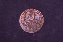 Oud Groot Hertogdom van het muntstukshilling van Litouwen op de zwarte achtergrond royalty-vrije stock afbeeldingen