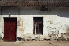 Oud grunged muur Stock Foto's