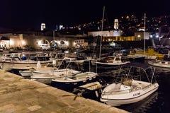 Oud haven en arsenaal bij nacht in Dubrovnik, Kroatië Royalty-vrije Stock Foto