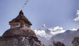 Oud Heiligdom in Himalayagebergte Nepal stock afbeelding