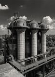 Oud hoogovenmateriaal van de metallurgische installatie in zwarte Royalty-vrije Stock Afbeelding