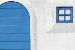 Oud houten blauw deur en venster Stock Fotografie