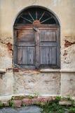 Oud houten boogvenster Stock Afbeelding