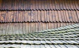 Oud houten dakspaandak Royalty-vrije Stock Foto's