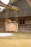 Oud houten hamer en huis Royalty-vrije Stock Afbeelding