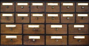 Oud houten kabinet Stock Foto's