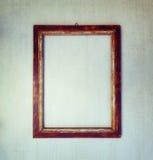 Oud houten kader op een grijze grungeachtergrond Stock Fotografie