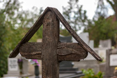 Oud houten kruis Stock Afbeelding