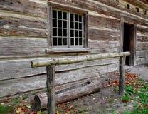 Oud houten paard dat postspoor hitching Stock Foto's