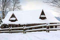 Oud houten plattelandshuisje in Zakopane Stock Foto