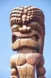 Oud houten standbeeld van een god Stock Foto's