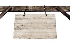 Oud houten uithangbord met kettingen op witte achtergrond Stock Foto's