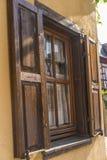 Oud houten venster met blinden Royalty-vrije Stock Fotografie