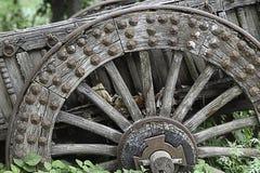 Oud houten wagenwiel Stock Foto
