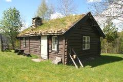Oud houtplattelandshuisje Stock Afbeelding