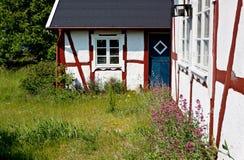Oud huis bij zomer. Stock Foto