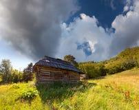 Oud huis in de bergen Stock Foto's