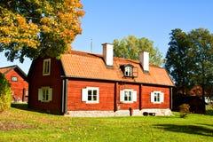 Oud huis in de herfst Stock Fotografie