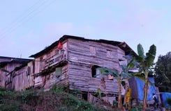 Oud huis in de kant van het land Stock Afbeeldingen