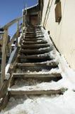 Oud huis in de winter stock afbeeldingen