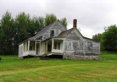 Oud Huis in de Zomer Stock Afbeeldingen