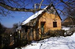 Oud huis in een verloren dorp Royalty-vrije Stock Afbeeldingen