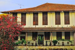 Oud huis en de bouw bij Melaka-Rivierstad Stock Fotografie