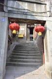 Oud huis en rode lantaarns Royalty-vrije Stock Foto