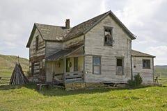 Oud huis met overlapping het opruimen Stock Fotografie