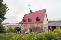 Oud huis met weathervanes royalty-vrije stock foto