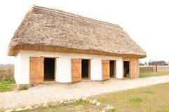 Oud huis - poetsmiddeldorp Stock Afbeeldingen