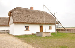 Oud huis - poetsmiddeldorp stock fotografie