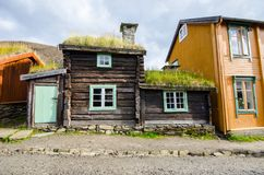Oud huis in Røros/Roros Stock Afbeeldingen