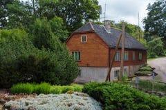Oud huis in Talsi, Letland, straatmening royalty-vrije stock fotografie