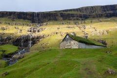 Oud huis van Saksun de Faeröer stock foto