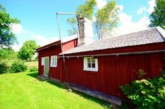 Oud idylic landbouwbedrijfhuis in Zweden stock illustratie