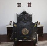 Oud ijzerbed De museumtentoonstelling in Chernovtsy Royalty-vrije Stock Afbeelding