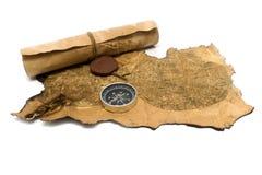 Oud kaarten en kompas op een witte achtergrond royalty-vrije stock foto's