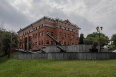 Oud kanon dichtbij het historische Museum van Khabarovsk royalty-vrije stock fotografie