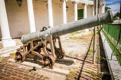 Oud kanon in het midden van Jamaïca Stock Foto's