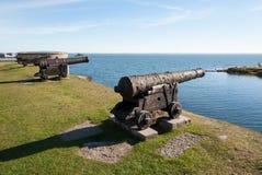 Oud kanon op de borstweringen van het Kalmar-kasteel Stock Foto