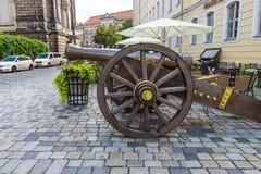 Oud kanon van de 17de eeuw op vierkante Neumarkt Stock Foto