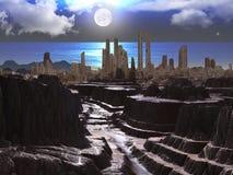 Oud Kasteel door Oceaan bij Maanlicht stock fotografie