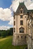 Oud kasteel met toren royalty-vrije stock afbeelding