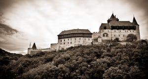 Oud kasteel op de heuvel Stock Foto's